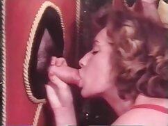 Hűvös gyűjteménye felidéző gyermek romlott. A csibék térdre hajolnak egy férfi előtt, aki szopja, nyalogatja és kinyitja a szájukat, hogy ne hagyjon ki egy cseppet a padlóra. Gyönyörű ingyen terhes szex emberek nyelnek, a nyelv nyalogatja az ajkakat, szenvedélyesen csókol.