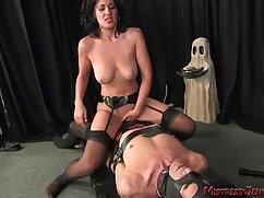 Pornó videó egy fiatal lány nő fel amator sex ingyen a lyukak segítségével különböző tárgyak, toll. Discombiture anális, szőke, játékok, dildók, maszturbáció tini, lány, szóló.