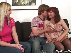 Videó pornó ha valaki nem tudja, hogyan kell szeretkezni a klubban, hogy ennek előnyei egy ingyen gruppen szex friss lány számára, amely a csirke minden szerelmese számára vonzó lesz. A lányok belülről kifelé szolgálnak, kezdve egy szopással, majd a csirkeugrás színpadával ér véget a klubban. Epilálás, barna haj, Tini, Szex, Orális.